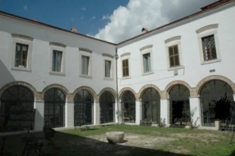 Monastero agostiniano cerchio for Interno a un convento