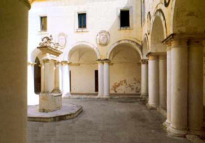 Monastero agostiniano sogliano cavour for Interno a un convento